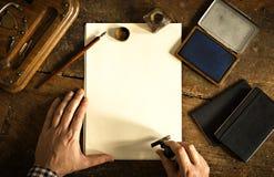 Tappningbokstav och kommunikationsbegrepp Kopieringsutrymme som överskrivar din text fotografering för bildbyråer