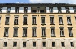 Tappningbyggnad av för semesterortpolikliniken för sanatoriet det centrala sjukhuset forretired gammalt sjukt folk i den balneary fotografering för bildbyråer