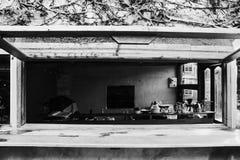 Tappningcoffee shop i bungalow Fotografering för Bildbyråer