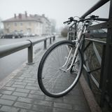 Tappningcykel på gatafotoet Royaltyfria Foton