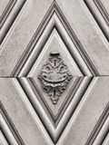 Tappningdörrhandtag på antik dörr Royaltyfri Fotografi