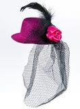 Tappningdamens hatt med en svart skyler isolerat Royaltyfri Fotografi