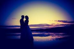 Tappningfoto av bröllopparkonturer i utomhus- royaltyfri fotografi