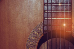 Tappningfoto av den akustiska gitarren Arkivfoton