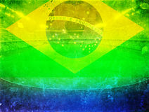Tappningfoto av den Brasilien flaggan och fotbollbollen Arkivfoto