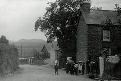 Tappningfoto 1901, barn i bynr Aberystwyth, Wales Arkivfoton