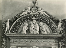 Tappningfoto 1880-1930 Giovanni della Robbia, handfat, 1498 Florence Italy Santa Maria Novella Arkivbilder