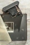 Tappningfotokamera och album royaltyfria foton