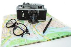 Tappningfotokamera på den vita bakgrunden Retro fotokameraslut upp royaltyfri foto