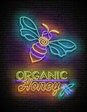 Tappningglödaffisch med biet och organiska Honey Inscription vektor illustrationer