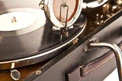 Tappninggrammofon med en vinyl Arkivbild