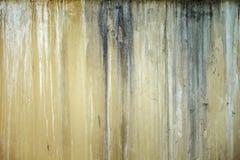 Tappninggrungetextur av väggen, blöder av målarfärg royaltyfria foton