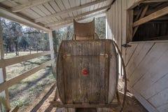 Tappninghästförlagematare Arkivfoton