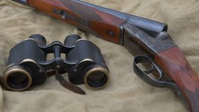 Tappninghagelgevär och kikare arkivfilmer