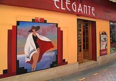 Tappninghatten shoppar i gammal stad i Nice, Frankrike Royaltyfria Bilder