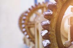 Tappninghisskugghjul, vinsch, kabel, stora kugghjul för bakgrunden, bransch arkivfoton