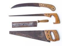 Tappninghjälpmedel - fastställda gamla sågar, isolerade handsaws Arkivbild
