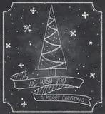Tappningillustration av kortet för svart tavlajulhälsning med julträdet, snöflingor och bandbanret Arkivbild