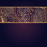 Tappninginbjudankort på purpurfärgad bakgrund med Royaltyfri Fotografi