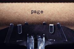 Tappninginskrift som göras av skrivmaskinen Arkivbilder