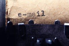 Tappninginskrift som göras av skrivmaskinen Arkivbild