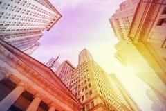 Tappninginstagramstil Wall Street på solnedgången, New York City, USA Royaltyfria Bilder