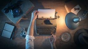 Tappningjournalists skrivbord Royaltyfria Foton
