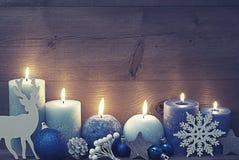 Tappningjulkort med blåttstearinljus, ren, boll Royaltyfri Bild