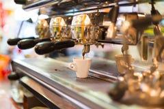 Tappningkaffemaskin Fotografering för Bildbyråer