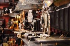 Tappningkameror i den Portobello marknaden Arkivbilder