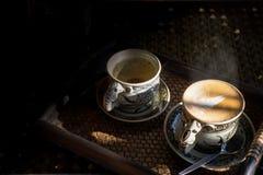 Tappningkopp kaffe och varmt te royaltyfria bilder