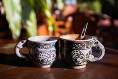 Tappningkopp kaffe och varmt te royaltyfria foton