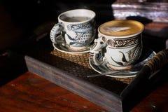 Tappningkopp kaffe och varmt te royaltyfri foto