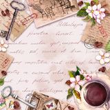 Tappningkort med gammalt papper, bokst?ver med kaffe eller tekopp, blommor, skriftlig text f?r hand, tangenter Retro design i fra royaltyfria foton