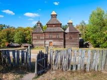 Tappningkyrka i den Pirogovo byn nära Kiev, Ukraina fotografering för bildbyråer