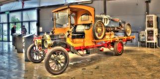 Tappninglastbil och racerbil Royaltyfria Bilder