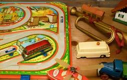 Tappningleksaker Toys för pojkar retro toys Retro effekt Arkivbilder