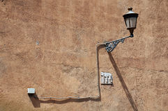 Tappningljus på den grova väggen Fotografering för Bildbyråer