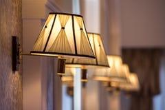 Tappningljuskrona i retro restorant Royaltyfria Foton