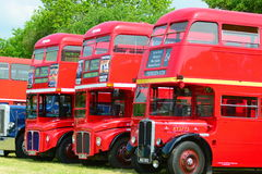 TappningLondon röda bussar Fotografering för Bildbyråer