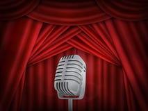 Tappningmetallmikrofon Röd siden- gardinbakgrund Retro mic på tom teateretapp royaltyfri illustrationer