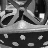 Tappningmetalltraktor Seat och styrninghjul royaltyfria bilder