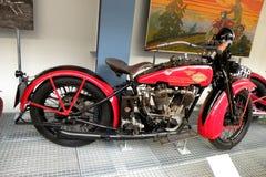 Tappningmotorcykel i det tekniska museet i Prague 2 Royaltyfria Bilder