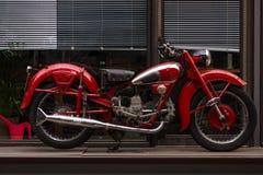 Tappningmotorcykel Moto Guzzi Airone Arkivbilder