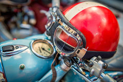 Tappningmotorcykelhjälm Arkivfoton