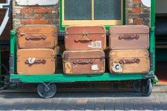 Tappningresväskor och spårvagn Arkivfoto
