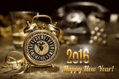 Tappningringklocka som visar fem till tolv Lyckligt nytt år 2016! Fotografering för Bildbyråer