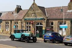 TappningRolls Royce bil, Carnforth järnvägsstation Royaltyfria Foton