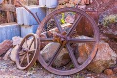 TappningRusty Pitted Wheels And Ore hink Royaltyfria Bilder