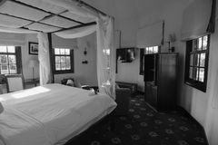 Tappningsängrum på trävillan i den Mang hålastaden, Vietnam Fotografering för Bildbyråer